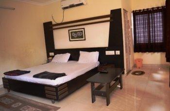 HOTEL TAJ PALACE(Double Bed Non Ac)