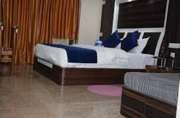 Hotel Naren Palace (Deluxe ac )